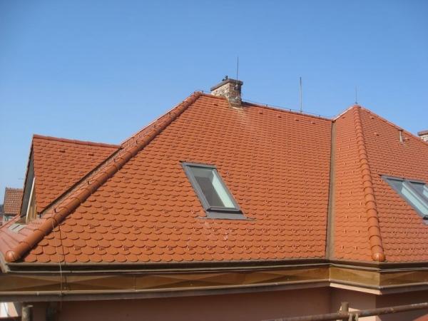 Taška Bobrovka na střeše rodinného domu